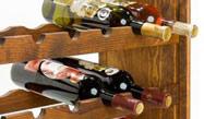Velký dřevěný regál na víno